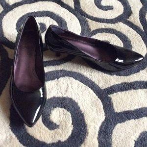 Clarks black patent leather kitten heel pumps